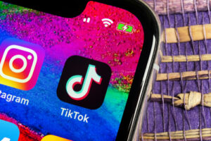 Instagram Reels vs. TikTok: Adapting to social media platforms