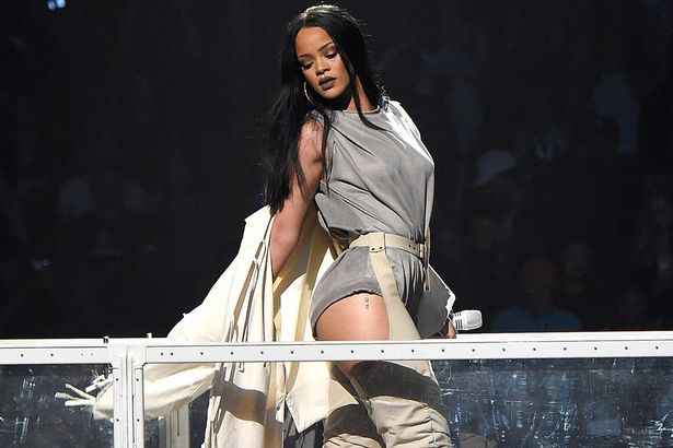 Rihanna-performs-during-her-Anti-World-Tour