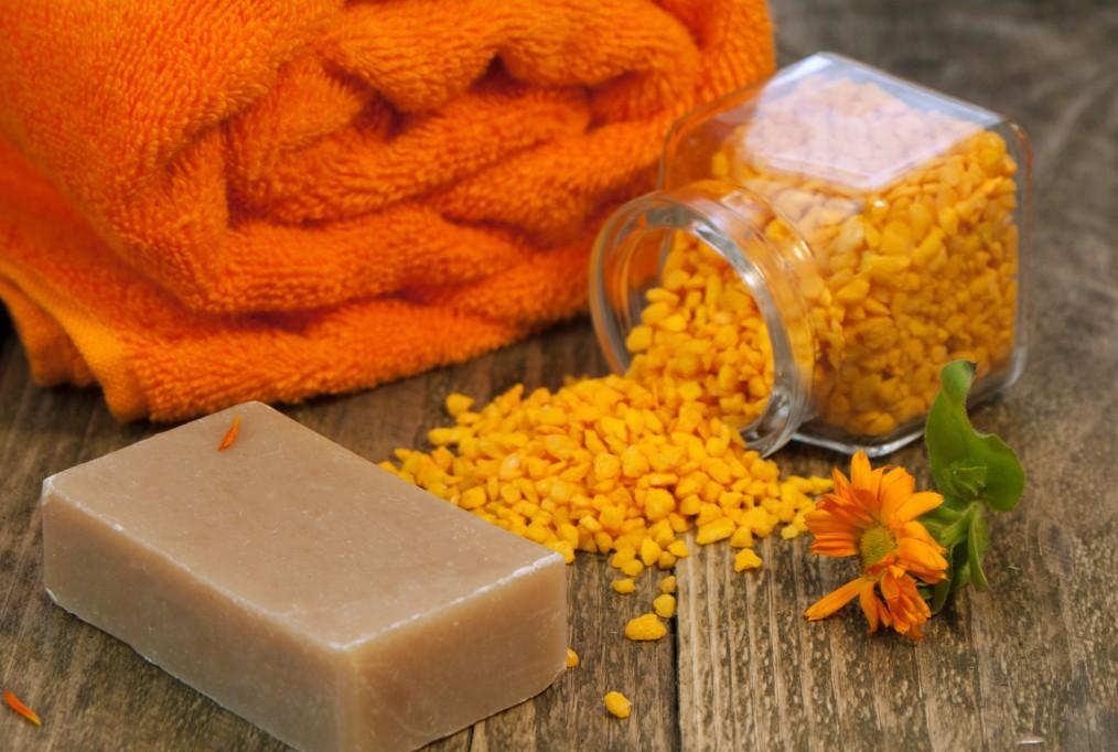 body-oil-spa-still-life-towel-comfort-beauty-organic-salts-herbs-spices-minerals-sea-salt-useful_t20_2w2VaK (1)