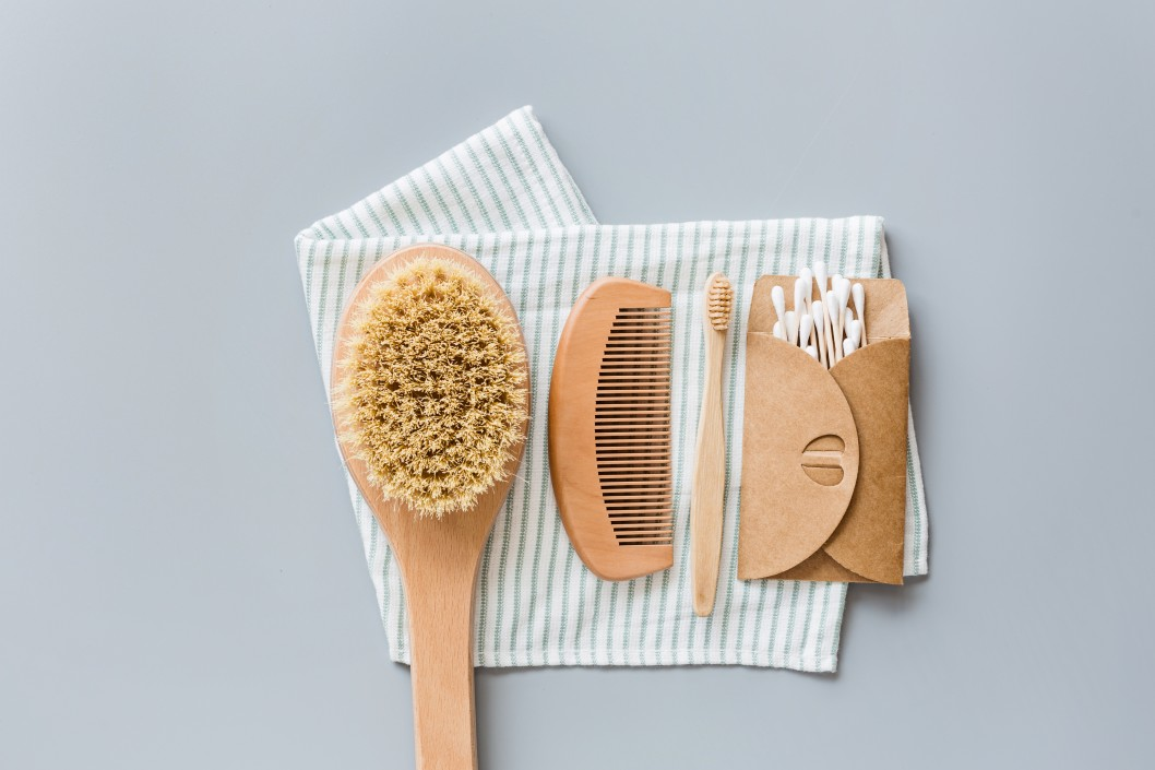 brush-care-beauty-soap-toothbrush-clean-organic-background-bamboo-product-hygiene-tooth-lifestyle_t20_OzrLJb (1)